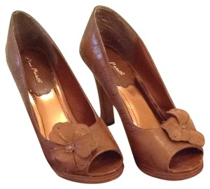 Anne Michelle Brown Pumps