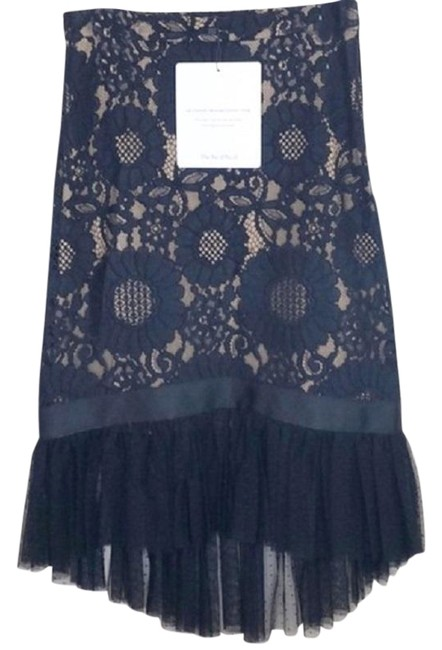 Item - Black Guipure Lace Embroidered Floral Asymmetrical Pencil Skirt Size 0 (XS, 25)