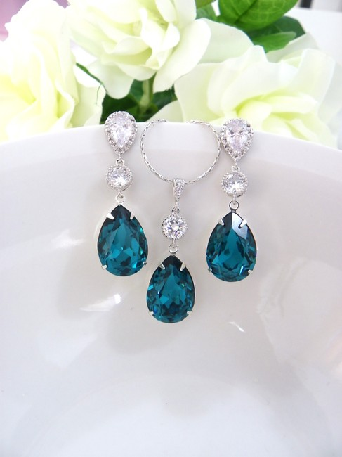 Item - Zircon Blue Dark Teal Earrings and Necklace Crystal Jewelry Set