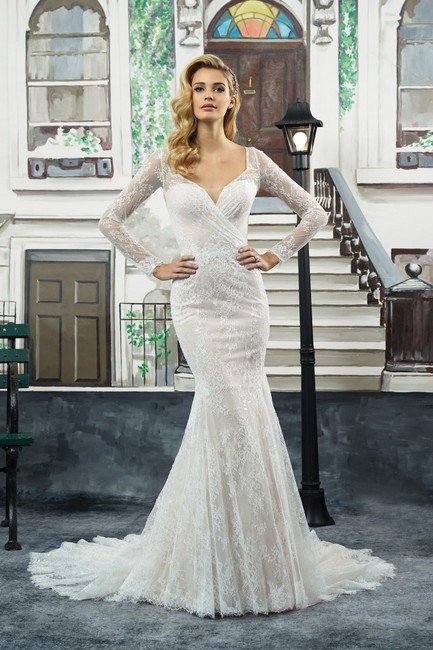 Item - Ivory/Nude Lace 8959 Formal Wedding Dress Size 6 (S)