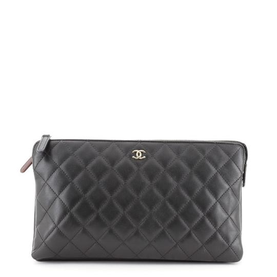 Preload https://img-static.tradesy.com/item/27939304/chanel-classic-zipped-pouch-quilted-lambskin-medium-black-leather-clutch-0-0-540-540.jpg
