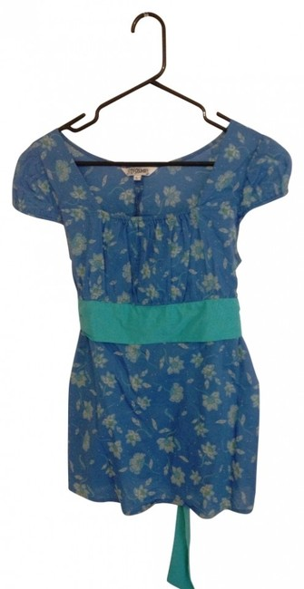Preload https://img-static.tradesy.com/item/27950/blue-floral-empire-waist-with-capped-sleeves-ties-in-back-blouse-size-12-l-0-0-650-650.jpg