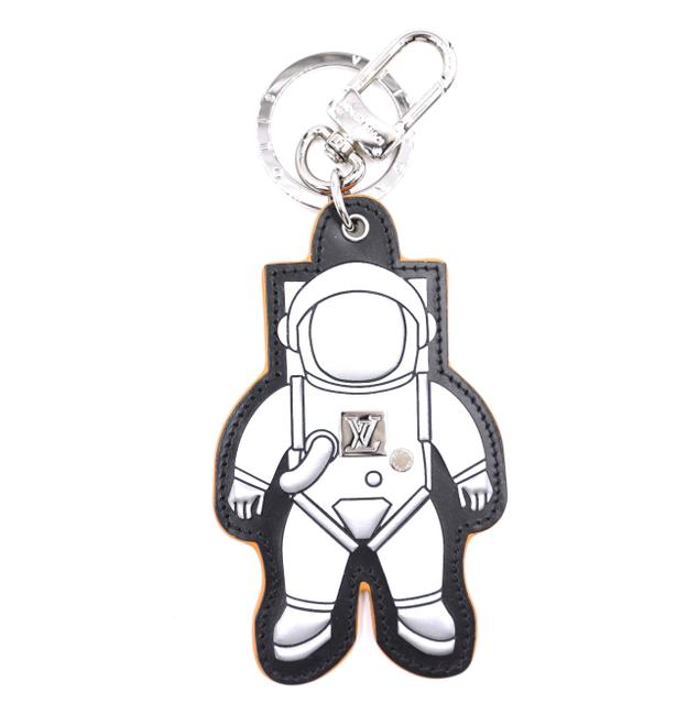 Item - #38591 Silver Ultra Rare Spaceman Large Size Logo Key Ring Chain Holder Charm