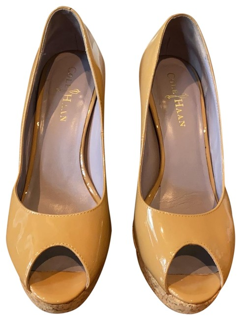 Item - Tan/Nude Platforms Size US 6.5 Regular (M, B)