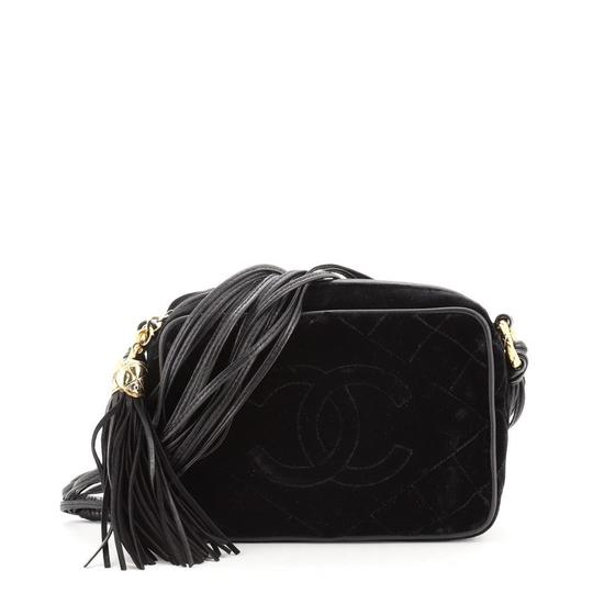 Preload https://img-static.tradesy.com/item/27968740/chanel-camera-vintage-diamond-cc-quilted-small-black-velvet-cross-body-bag-0-0-540-540.jpg