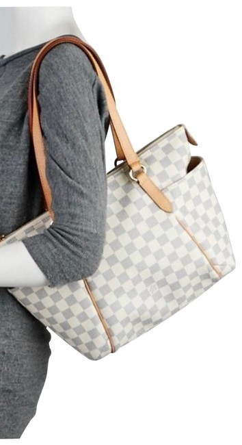 Item - Totally Pm In Good Shape Clean 2011 Edition Gold Hardware White/Blue Leather Shoulder Bag