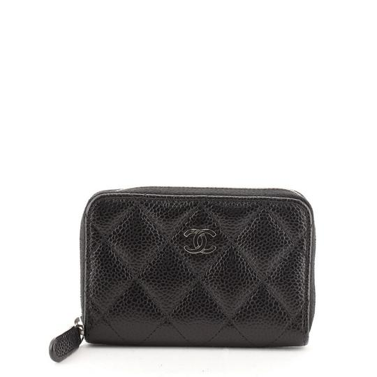 Preload https://img-static.tradesy.com/item/27973281/chanel-cc-zip-coin-purse-quilted-caviar-small-black-leather-clutch-0-0-540-540.jpg