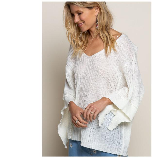 Preload https://img-static.tradesy.com/item/27976691/pol-float-on-me-lightweight-featuring-relaxed-fit-with-low-v-neckline-cream-sweater-0-0-650-650.jpg
