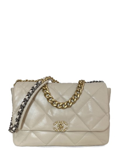 Preload https://img-static.tradesy.com/item/27977016/chanel-classic-flap-2020-quilted-maxi-19-beige-goat-skin-leather-shoulder-bag-0-0-540-540.jpg