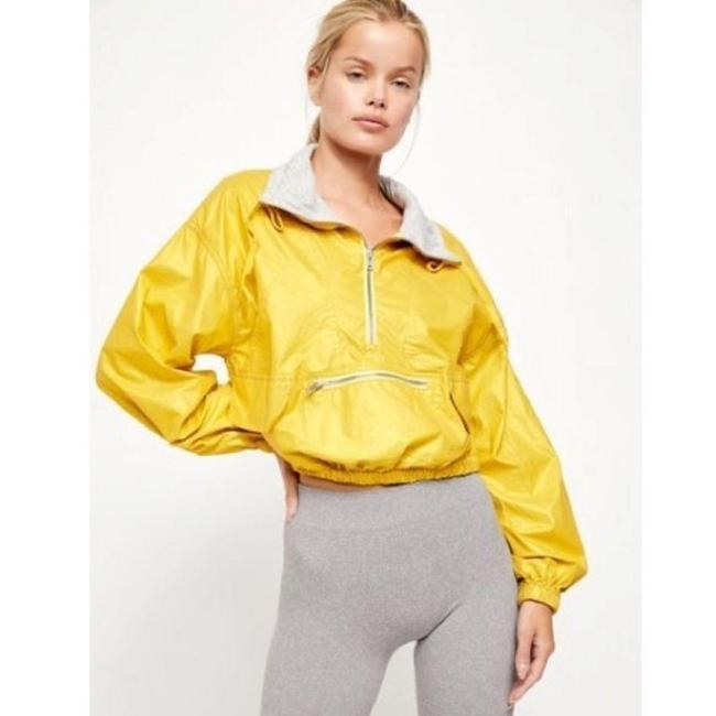 Item - Gold Moonlight Reflective Activewear Outerwear Size 8 (M)