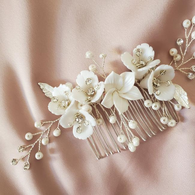 Item - White New Ceramic Floral Comb Headpiece Sparkly Crystal Bud Flower Hair Accessory