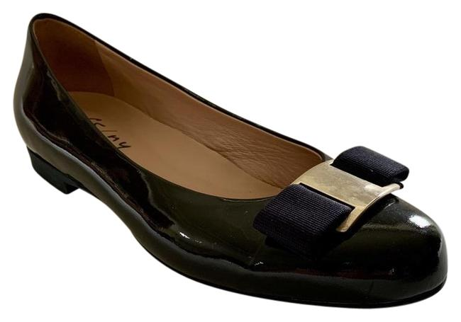 Item - Black Fs/Ny Patent Leather with Navy Grosgrain Bow Flats Size EU 38 (Approx. US 8) Regular (M, B)