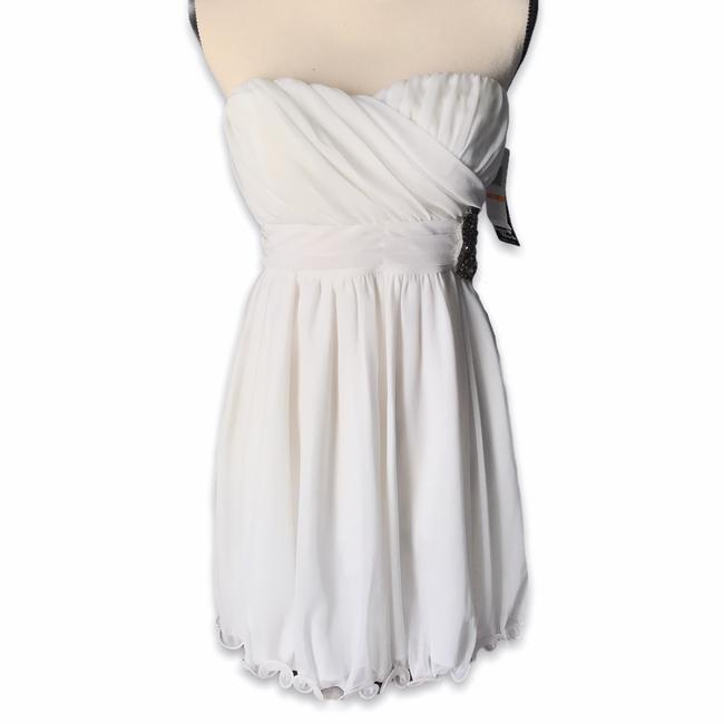Item - White No Style Name Short Formal Dress Size 6 (S)