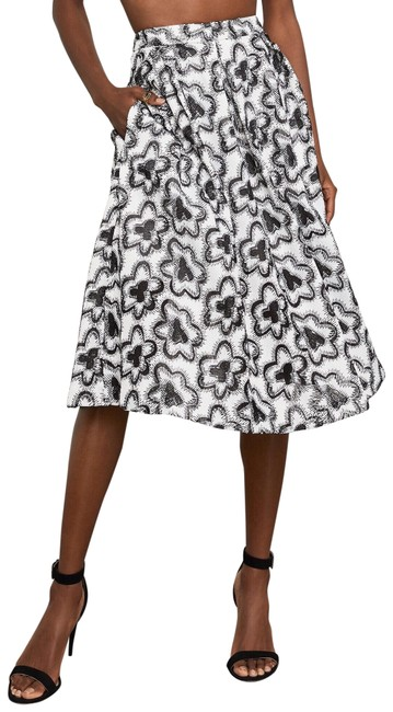 Item - White Floral Embroidered A-line Skirt Size 00 (XXS, 24)