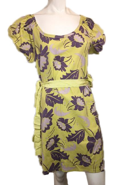 Item - Yellow With Flowers Above Knee Length Mid-length Formal Dress Size 12 (L)