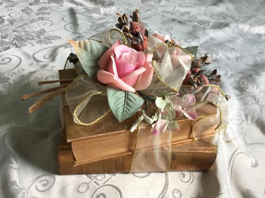 Pink Floral Romantic Gold Books Arrangement Decoration