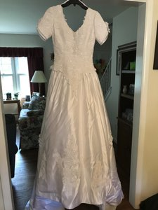 Michaelangelo White Satin And Lace Formal Wedding Dress Size 4 (S)