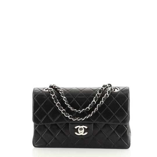 Preload https://img-static.tradesy.com/item/28005304/chanel-classic-flap-vintage-classic-double-quilted-lambskin-small-black-leather-shoulder-bag-0-0-540-540.jpg