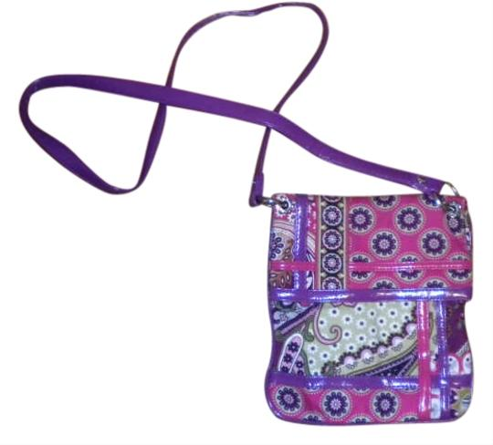 Preload https://img-static.tradesy.com/item/280072/vera-bradley-flipster-berry-paisley-cotton-cross-body-bag-0-0-540-540.jpg