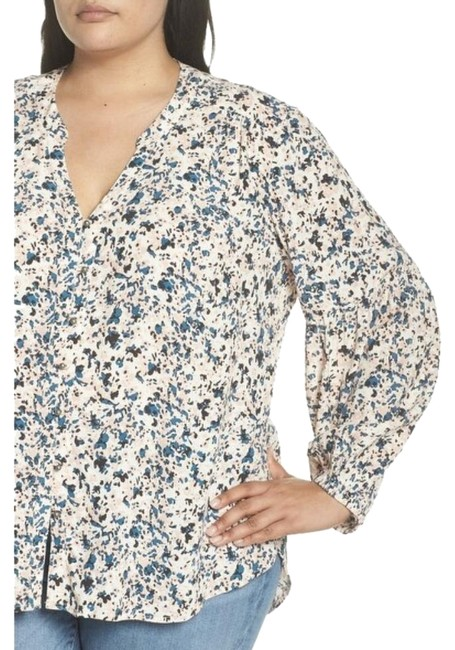 Item - Blue and Pink Red Patterned Button-down Top Size 22 (Plus 2x)