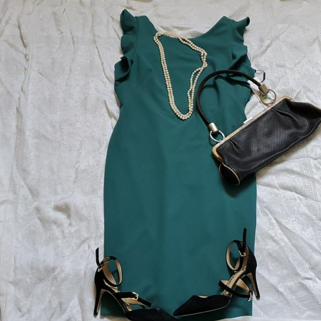 Item - Emerald Green With Ruffled Cap Sleeve Mid-length Cocktail Dress Size 8 (M)