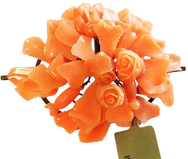 Item - Coral The Prettiest Brooch Ever