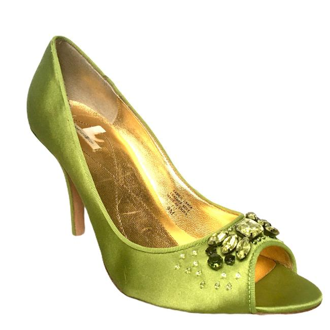 Item - Green Satin Pumps Size US 9 Regular (M, B)
