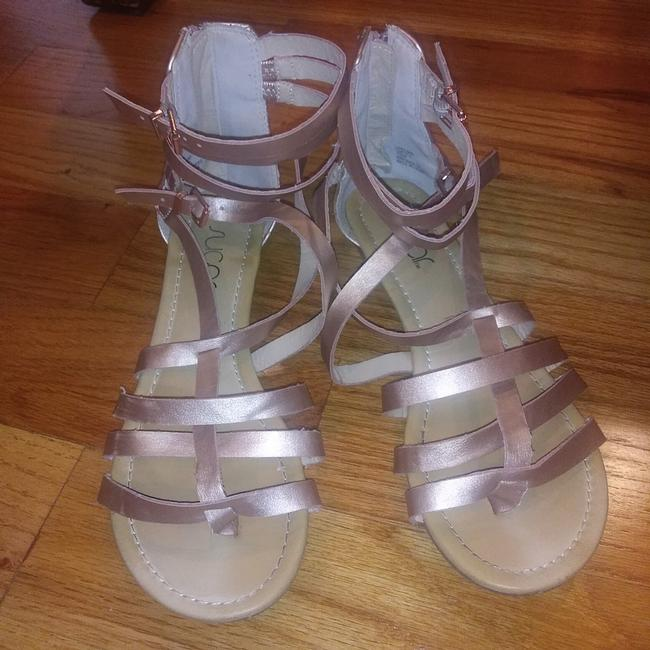 Item - Rose Gold Gladiator Sandals Size US 7.5 Regular (M, B)