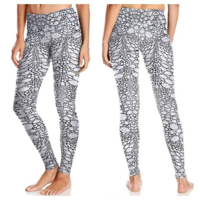 Item - Iguana Black/White/Gray Airbrush Activewear Bottoms Size 8 (M, 29, 30)