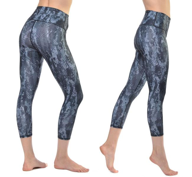 Item - Blue Airbrush Capris In Phyton Print Activewear Bottoms Size 2 (XS, 26)