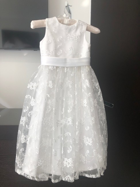 Item - White Lace and Satin Girl 4/5 Years Also 12/13 Years Formal Wedding Dress Size Petite 0 (XXS)