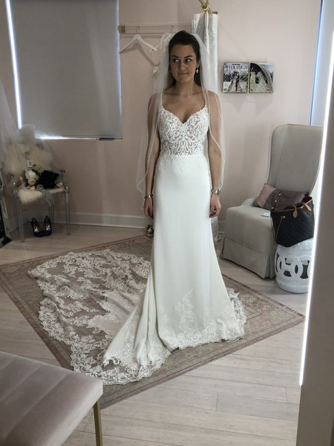 Item - Ivory Lace On Crepe D2900 Sexy Wedding Dress Size 6 (S)
