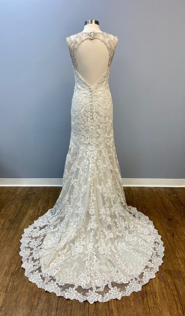 Item - Champagne Light Gold Lace V-neck Gown Traditional Wedding Dress Size 8 (M)