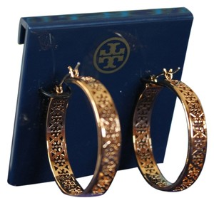 Tory Burch TORY BURCH KINSLEY LARGE LOGO HOOP EARRING STYLE # 22145532 SHINY YELLOW GOLD