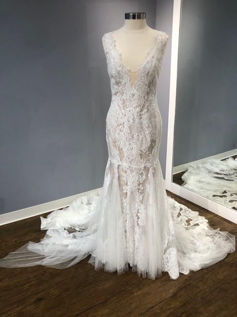 Item - Fit and Flare with Train Traditional Wedding Dress Size 8 (M)