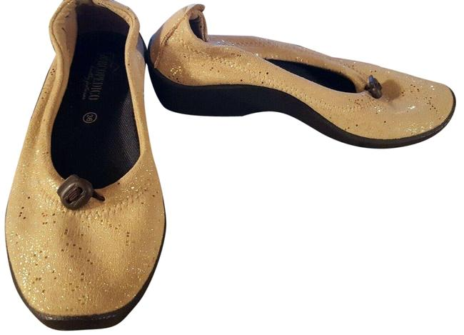 Item - Gold 6 Tan Loafers Heels Pumps Size EU 36 (Approx. US 6) Regular (M, B)