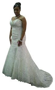 Allure Bridals Ivory/Silver Lace Applique/ English Net Style 9051 Vintage Wedding Dress Size 10 (M)