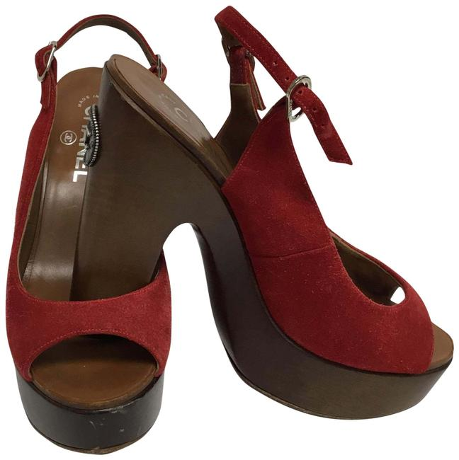 Item - Red Suede Wooden Slingback with Cc Medallion Platforms Size EU 39.5 (Approx. US 9.5) Regular (M, B)
