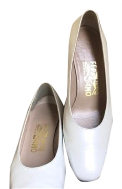 Item - Ivory Pumps Size US 7 Regular (M, B)