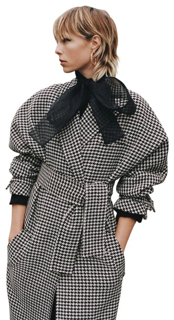 Item - Black and White Houndstooth Coat Size 8 (M)