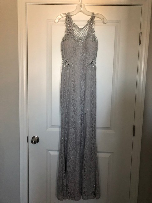 Item - Silver Gown Sexy Bridesmaid/Mob Dress Size 0 (XS)