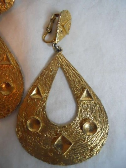 Other Vintage 60's signed ART large clip earrings