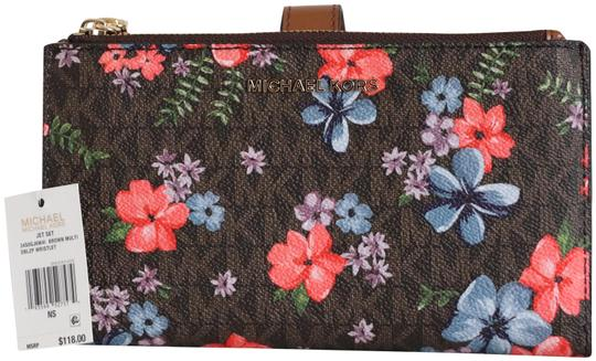 Preload https://img-static.tradesy.com/item/28056234/michael-kors-double-zip-signature-floral-wallet-phone-case-brown-faux-leather-wristlet-0-1-540-540.jpg