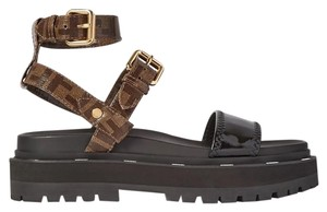 Item - Black and Monogram 8x7050 A8tw Foxll Sandals