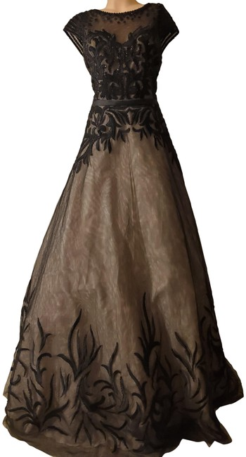 Item - Black/Nude Embroidered Ball Gown Long Formal Dress Size 14 (L)
