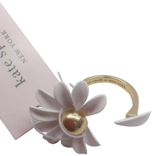 Item - White New Daisy Ring