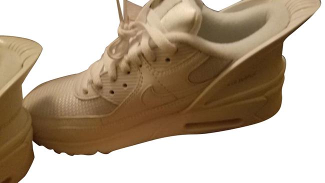 Item - White Flyease Air Max 90 Sneakers Size US 7.5 Regular (M, B)