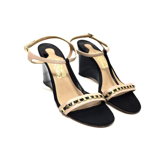 Item - Black and Nude Vara Chain Patent Leather Wedges Size US 9 Regular (M, B)