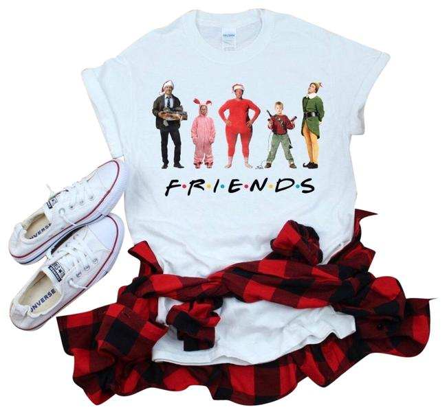 Item - Red Nwot Christmas Friends T-shirt M Tee Shirt Size 8 (M)