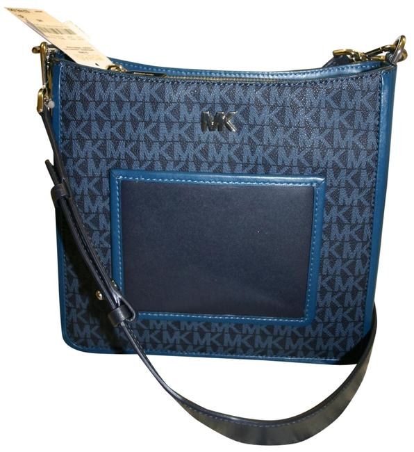 Item - Gloria Pocket Swing Pack Admiral Blue Pebble Leather/ Leather Cross Body Bag